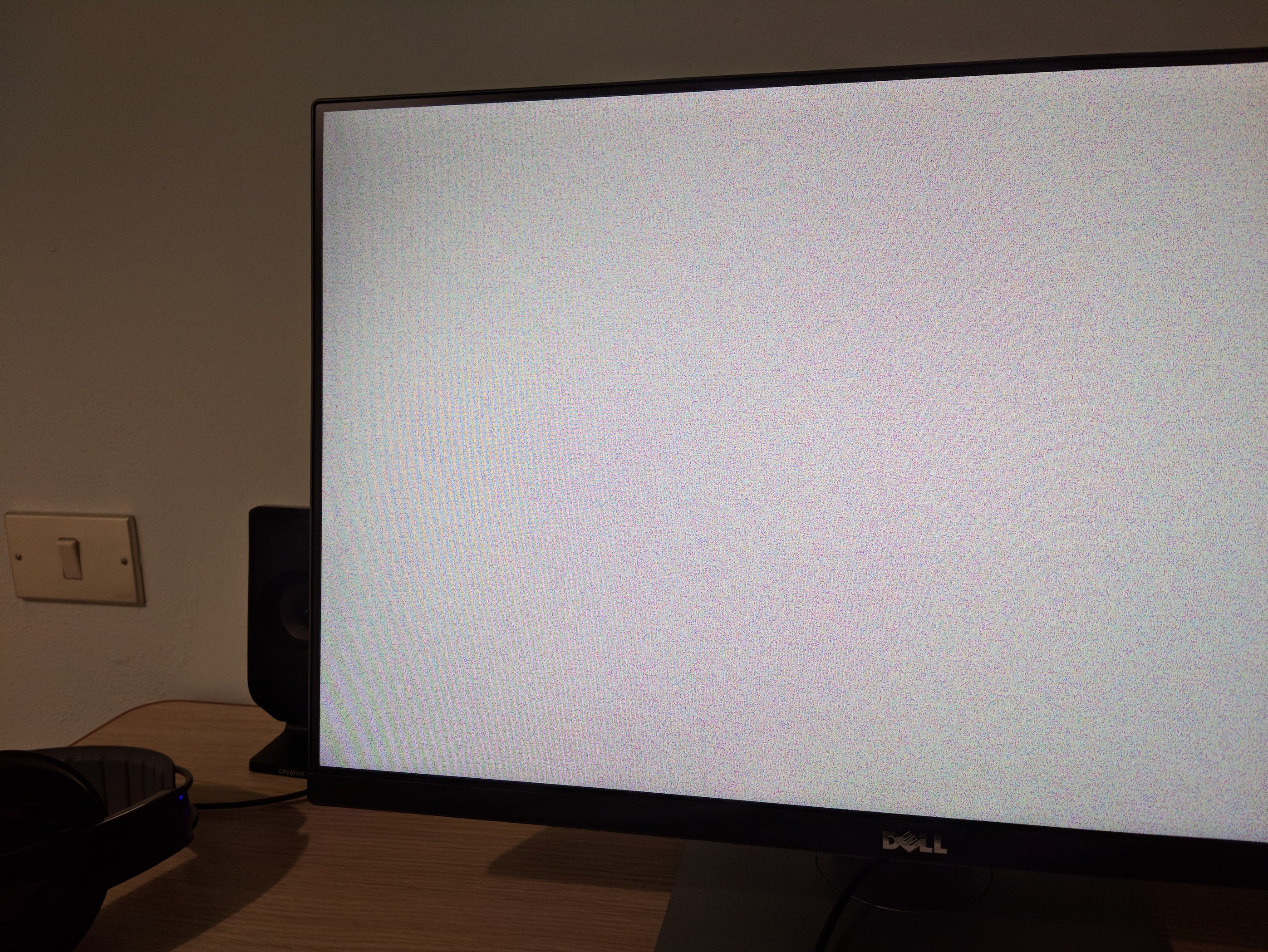 ⚓ T6878 Weird colorful screen and a freeze on shutting down